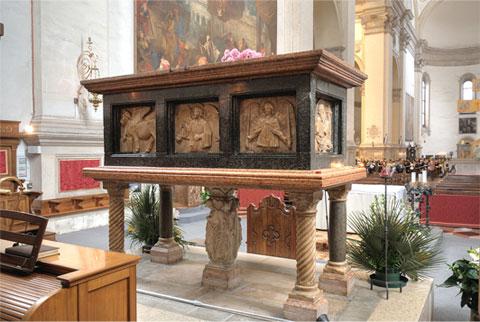 Il sarcofago di S. Luca